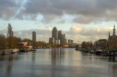 Vista sul fiume di Amstel durante l'Autumn At Amsterdam The Netherlands 2018 fotografia stock libera da diritti