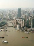 Vista sul fiume a Shanghai dalla torre della perla TV fotografie stock