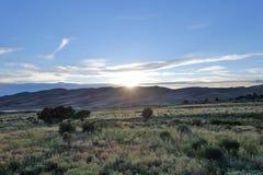Vista sul grande tramonto di Colorado delle dune di sabbia immagine stock libera da diritti