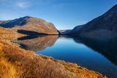 Vista sul lago Djupvatnet in Norvegia Fotografia Stock Libera da Diritti