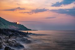 Vista sul mare alla spiaggia malvan fotografie stock