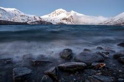Vista sul mare alpina, onde di montagna Immagine Stock