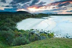 Vista sul mare australiana al tramonto Immagini Stock