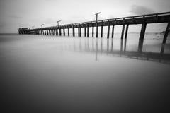Vista sul mare in bianco e nero Immagine Stock