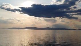 Vista sul mare con il mare calmo dello specchio stock footage