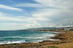 Vista sul mare con il cielo Immagine Stock