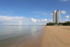 Vista sul mare con il mare piano Immagini Stock