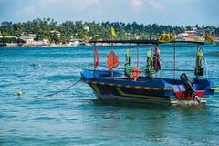 Vista sul mare con l'imbarcazione a motore, Sri Lanka, unawatuna Fotografia Stock Libera da Diritti