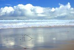 Vista sul mare con le nubi Immagine Stock