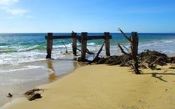 Vista sul mare con le vecchie rovine Fotografia Stock Libera da Diritti