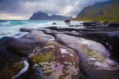 Vista sul mare con priorità alta di pietra Immagine Stock