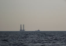 Vista sul mare con una nave fotografie stock libere da diritti