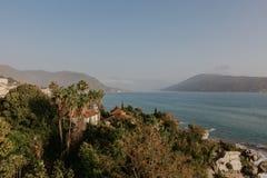 Vista sul mare della baia di Cattaro, Montenegro - immagine fotografia stock libera da diritti