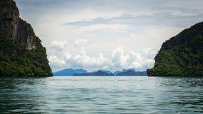 Vista sul mare della baia di Phang Nga, Tailandia Fotografie Stock