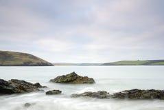 Vista sul mare della Cornovaglia della baia di Damer Immagini Stock Libere da Diritti