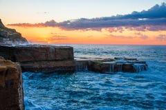 Vista sul mare dello scaffale della roccia immagine stock
