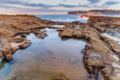 Vista sul mare dello scaffale della roccia fotografie stock libere da diritti