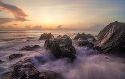 Vista sul mare di alba Immagini Stock