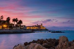 Vista sul mare di Antibes al tramonto fotografie stock