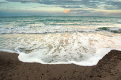 Vista sul mare di sera immagine stock