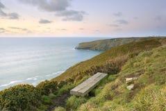 Vista sul mare di vista della scogliera, Cornovaglia, Regno Unito. Immagini Stock Libere da Diritti