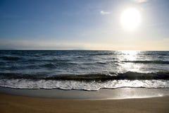 Vista sul mare ed il sole Immagini Stock