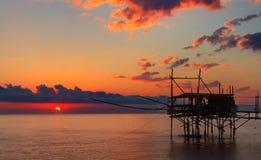 Vista sul mare: L'Italia, Abruzzo, dei Trabocchi della Costa Immagini Stock