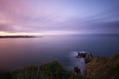 Vista sul mare lunga di esposizione al tramonto. Immagine Stock