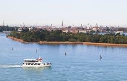 Vista sul mare, nave in priorità alta, priorità bassa di Venezia Fotografia Stock Libera da Diritti