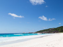 Vista sul mare orizzontale con la spiaggia pulita Fotografia Stock