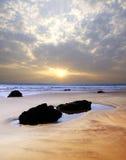 Vista sul mare pittoresca durante il tramonto Immagine Stock