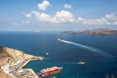 Vista sul mare Porto di Santorini Fotografia Stock Libera da Diritti