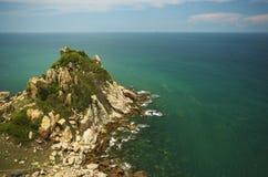 Vista sul mare Rocce e mare Immagini Stock