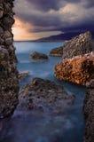 Vista sul mare rocciosa fotografia stock