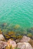 Vista sul mare rocciosa immagine stock