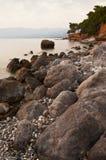 Vista sul mare rocciosa di Messinian Fotografie Stock Libere da Diritti