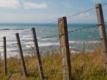 Vista sul mare sopra la rete fissa Fotografia Stock Libera da Diritti