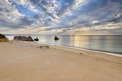 Vista sul mare stupefacente della spiaggia di Algarve Immagini Stock Libere da Diritti