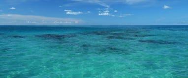 Vista sul mare tropicale Immagini Stock