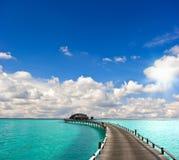 Vista sul mare tropicale. bungalow del overwater Immagine Stock Libera da Diritti