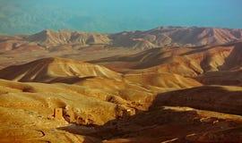 Vista sul monastero nel deserto di Judea Fotografia Stock