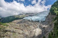 Vista sul più inferiore del ghiacciaio di Bossons, in Chamonix Mont Blanc Massif, le alpi Francia Fotografia Stock