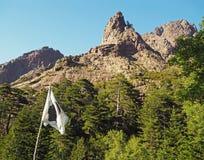 Vista sul picco di alta montagna in montagne corsician su GR20 con la c Fotografia Stock