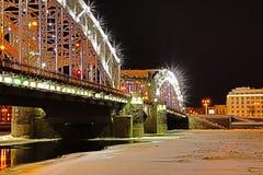 Vista sul ponte di Bolsheokhtinsky attraverso Neva River in San Pietroburgo, Russia in Th fotografie stock