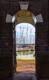 Vista sul porto dell'yacht di Enkhuizen fotografie stock libere da diritti