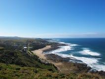 Vista sul villaggio di Haga-Haga, Sudafrica Immagine Stock