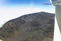 Vista sull'isola delle Hawai dal piccolo aeroplano Immagine Stock