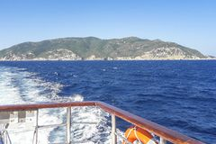 Vista sull'isola di Skopelos, Grecia fotografia stock libera da diritti