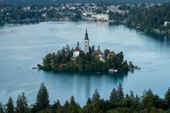 Vista sull'isola nel lago sanguinato Fotografie Stock