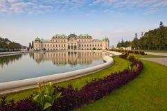 Vista sulla bella fontana davanti al palazzo di Schonbrunn in Vien Fotografie Stock Libere da Diritti